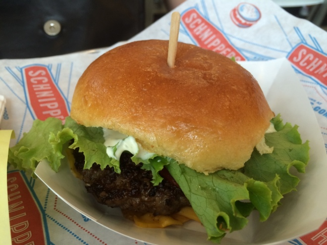 AC got this burger - kudos to her, it looked better than mine :P